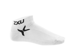 2XU_Performance_Low_Rise_Socks_WHT-BLK